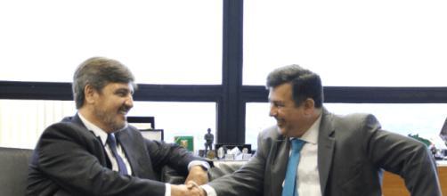 Fernando Segóvia (à esquerda) é o novo diretor da Polícia Federal e foi escolhido por Temer