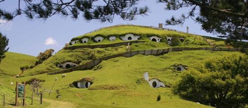 'Hobbiton' in New Zealand [Image via Rob Chandlar/Wikimedia Commons]