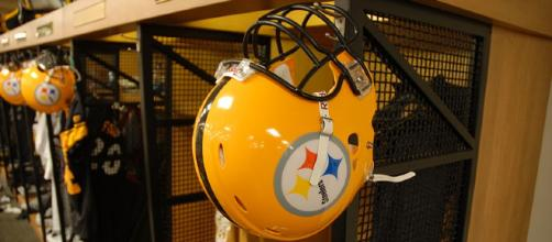 Pittsburgh Steelers jump to 8-2 with throttling of Tennessee Titans Thursday Nov. 16 - Image via SteelCityHobbies via Wikimedia Commons