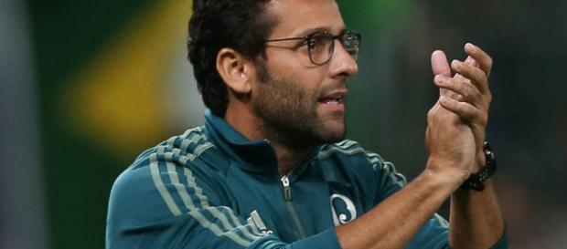 Alberto Valentim é o atual treinador do Verdão