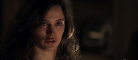 Clara começa a ter alucinações (Reprodução/Globo)