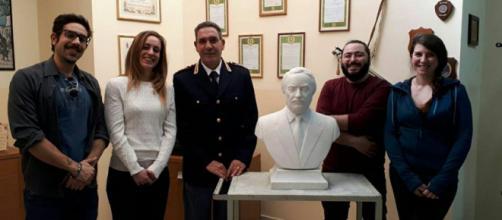 Il mezzo busto marmoreo di Giovanni Falcone restaurato