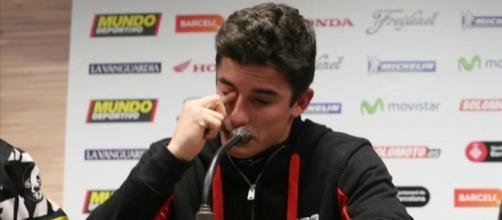Marc Márquez llorando en una entrevista