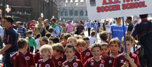 Piccolo bullo di 8 anni espulso dalla Totti Soccer School per aver picchiato un compagno con disabilità