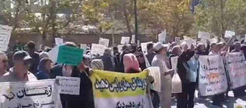 Protesters in Tehran demand justice against regime-affiliated institutions. [Image Credit: Iranncr/YouTube]