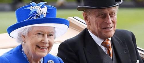 Queen Elizabeth and Prince Philip celebrating 70 years of marriage [Image: News 247/YouTube screenshot]