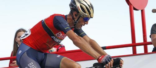 Vincenzo Nibali in sella alla sua bicicletta