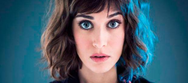 Lizzy Caplan podría unirse al reparto de la película de 'Gambito'