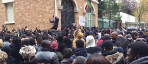 Esclavagisme en Libye : Une manifestation a eu lieu devant l'ambassade de Libye à Paris