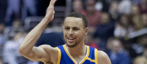 Stephen Curry scored 35 point against the 76ers (Image Credit: Keith Allison/WikiCommons)