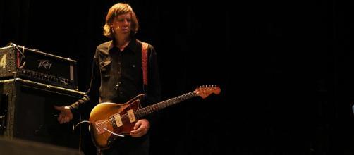 Thurston Moore, ex-guitarrista de la mítica banda Sonic Youth, durante su presentación en Le Guess Who 2017.