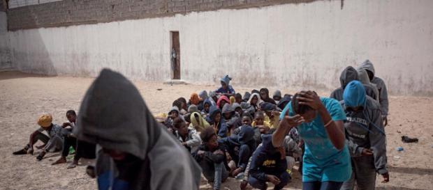 Des migrants africains esclaves qui vont peut-être quitter la Libye pour l'Europe