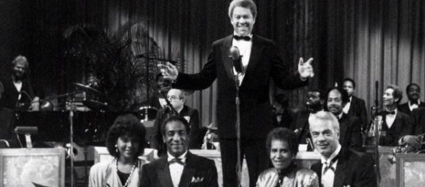 Earle Hyman dies at 91. - [Image via Wochit YouTube screencap]