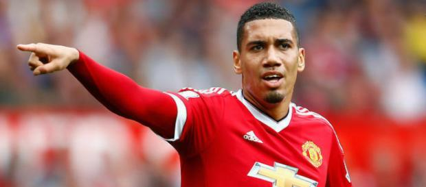 Manchester United defender, Chris Smalling representing his team in a past match. (Image via Man trinh dien/Flickr)