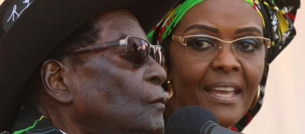 Robert Mugabe et son épouse Grâce, débarqués du pouvoir