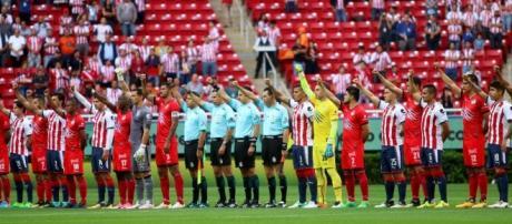 Lobos vence a Chivas en el primer partido oficial tras el sismo en ... - elpais.com