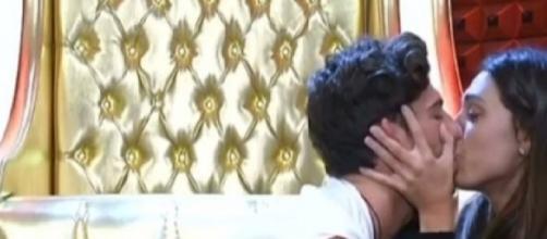 Cecilia Rodriguez e Ignazio Moser: bacio nel confessionale del GF Vip 2.