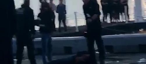 Grupo de alegados seguranças agrediram com extrema violência dois jovens
