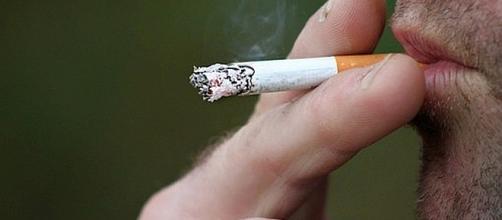 Japanese company gives employees six paid vacation days for not smoking [Image: cherylholt/pixabay.com]