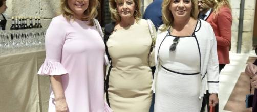 María Teresa Campos y sus hijas.
