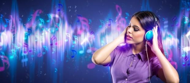 Chicas escuchando la melodía de su vida