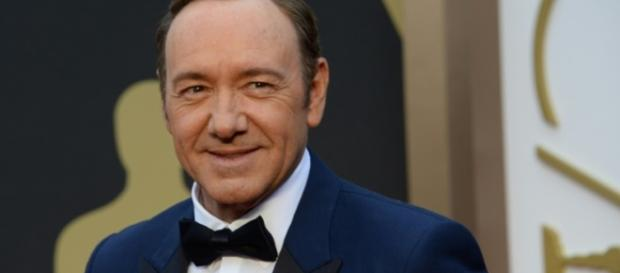 La cadena decide suspender la producción tras las acusaciones contra su protagonista