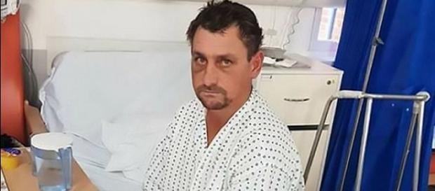 Român găsit beat și bătut în curtea unor britanici