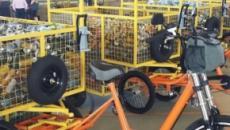 Projeto entrega bicicletas sustentáveis a catadores de lixo