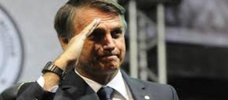 Bolsonaro fala chances de ir ao 2º turno das eleições