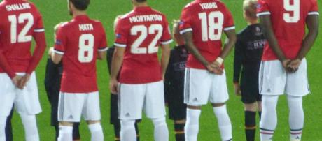 Manchester United players in a past match(image via Ardfern/Wikimedia Commons)