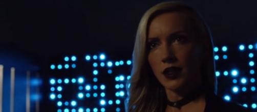 Arrow 6x04 Team Arrow vs Black Siren Final Fight [Image Credit: Crazy Play A/YouTube screencap]
