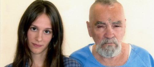 Charles Manson, il serial killer si sposa con una ragazza di 26 anni - fanpage.it