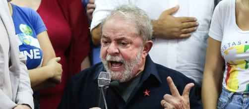 Lula disse que não é da extrema esquerda e que o deputado Bolsonaro não é da extrema direita em discurso
