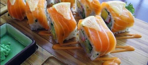 Norwegia Roll Salmon Sushi - [Image credit – Gunawan Kartapranata, Wikimedia Commons]