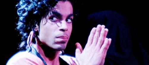 """Prince in una scena tratta dal film """"Sign o' the Times - al cinema solo il 21 e 22 Novembre 2017"""