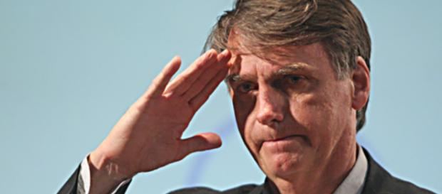 Bolsonaro fala sobre golpe que pode derrubá-lo