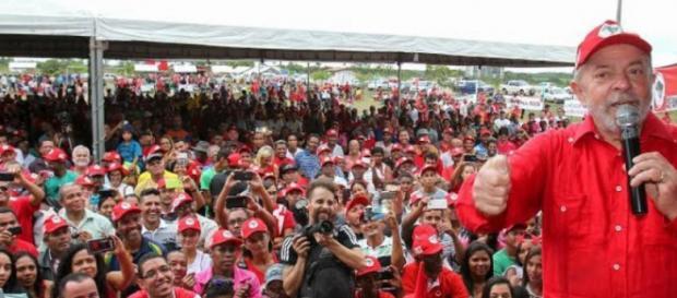 Lula promete apoiar chapa de Manuela