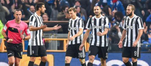 Calciatori della Juventus durante la partita contro la Sampdoria (via Tuttosport)