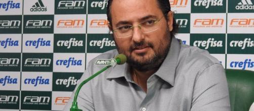 Executivo de futebol está incomodado com o trabalho de Valentim