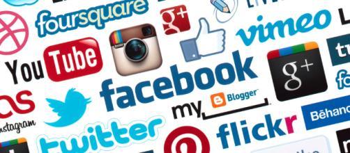 Facebook for Old People? - SocialMediaLife.it - socialmedialife.it , immagine di repertorio . migrare ai tempi dei social media