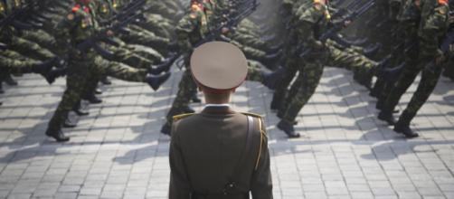 Il leader della Corea del Nord, Kim Jong-un, sta disciplinando la leadership dell'organizzazione militare più potente del suo paese.