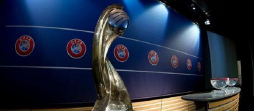 Il trofeo messo in palio per la UEFA Nations League