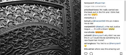 Imagen en la que Henry Cavill nos hizo creer en la posibilidad de un traje negro