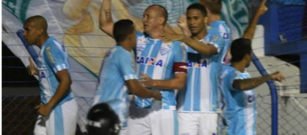 Avaí vence o Palmeiras por 2 a 1