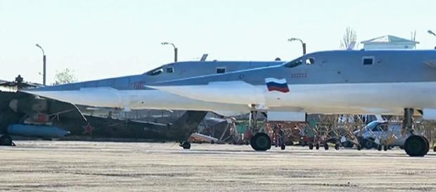 Bombarderos rusos Tu-22M3 antes de despegar hacia objetivos terroristas cerca de Abu Kamal