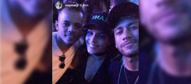 Emilly e Neymar se divertiram em noite parisiense