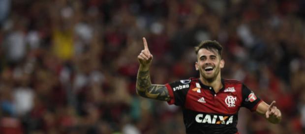 Felipe Vizeu comemora gol da virada flamenguista. Foto: Léo Correa/AFP