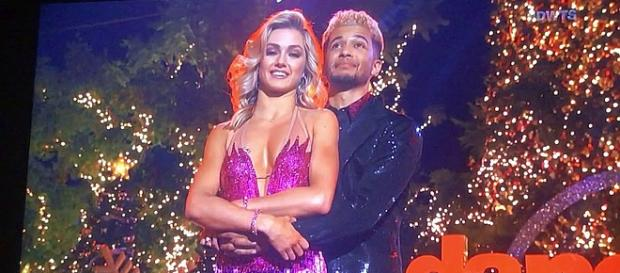 """Jordan Fisher and Lindsay Arnold win """"Dancing with the Stars"""" [Image Credit: Torie Smith/YouTube screenshot]"""
