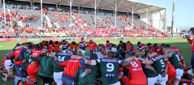 Lebanon and Tonga meet in prayer following the latter's 24-22 victory in last weekend's quarter-finals. Image Source: Twitter (@LebanonRL).
