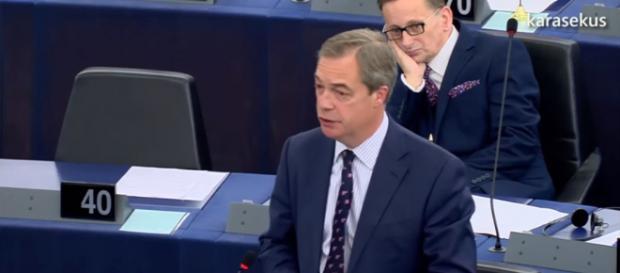 Nigel Farage podczas przemówienia w Europarlamencie (screen YouTube).